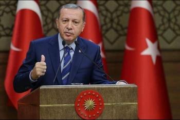 أردوغان يهاجم حفتر ويصل الجزائر في مستهل جولة أفريقية