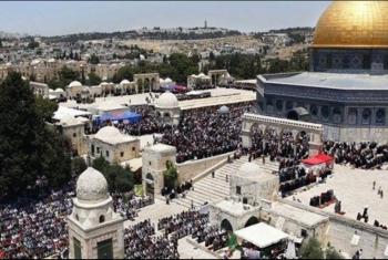 200 ألف فلسطيني يؤدون صلاة الجمعة الثانية من رمضان في الأقصى