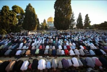 الاعتداء على الفلسطينيين خلال صلاة الفجر في المسجد الأقصى المبارك