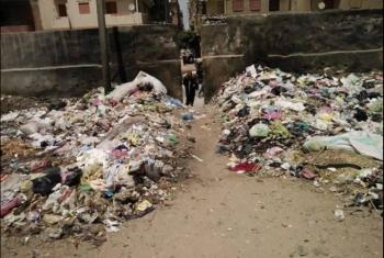 تلال القمامة تهدد أهالي قرية