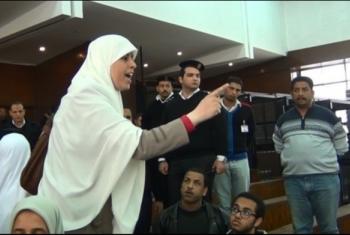 تشكو حرمانها من رؤية أبنائها.. مأساة إنسانية مستمرة للمعتقلة عائشة الشاطر