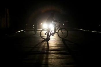 الظلام يخيم على طريق عزبة الزقازقة بأبوحماد
