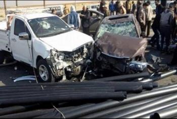 إصابة 4 أشخاص بانقلاب سيارة نصف نقل في طريق أبوحماد
