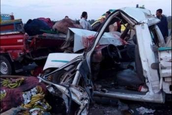 إصابة 8 أفراد إثر تصادم سيارتين بأولاد صقر