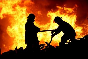 حريق في معرض أجهزة كهربائية بكفرصقر