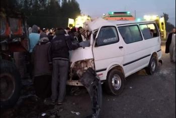 إصابة 10 أشخاص في حادث انقلاب سيارة ميكروباص بنزلة العاشر من رمضان