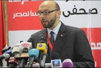 الإخوان المسلمون يواسون مدير مكتب الرئيس مرسي في وفاة والدته