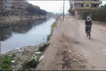 أهالي قرية كفر نشوة بمنيا القمح يطالبون بتغطية رشاح يمر وسط المنازل