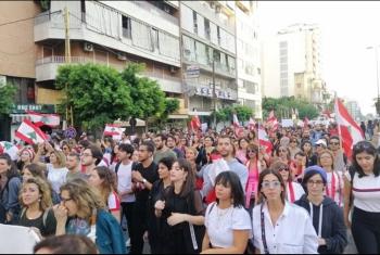 أغلقوا المداخل.. ثوار لبنان ينجحون في تعطيل جلسة البرلمان