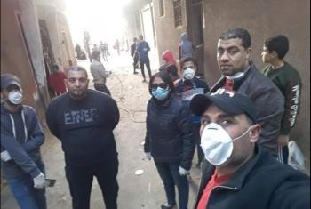شباب قرية سنهوت بمنيا القمح يتطوعون لتطهير المنازل