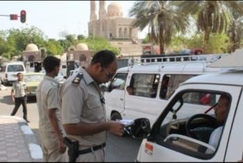 أفراد كمين العاشر يعتقلون مواطن من ديرب نجم بدون سند قانوني