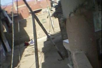عمود كهرباء آيل للسقوط يهدد حياة أهالي حي الشعايبة بالقرين
