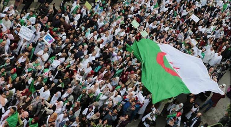 آلاف الجماهير الجزائرية تهتف لأبوتريكة في الدقيقة 22