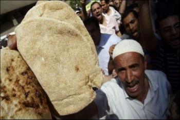 بلومبرج الأمريكية تتوقع مظاهرات في مصر خلال 2019 بسبب الخبز والحريات
