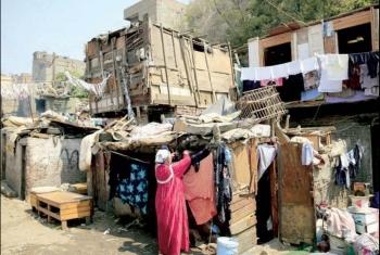 DW الألمانية: مؤشر الفقر والتعاسة بين المصريين يتزايد