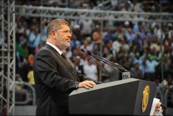 صحيفة إسبانية تنتقد صمت الغرب إثر وفاة الرئيس مرسي