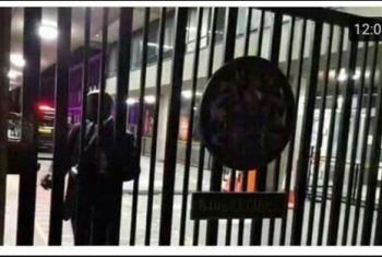 شاهد.. هروب وفد انقلابي من مظاهرة مصرية في لندن