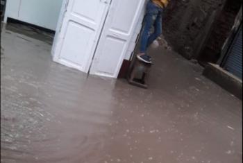 بالصور.. المياه تغرق بيوت المواطنين في أبوكبير واستغاثات دون تحرك المسئولين