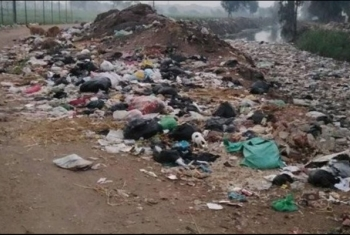 تراكم القمامة بجزيرة السعادة في الزقازيق