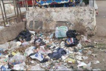 أهالي مشتول السوق يطالبون بزيادة أعداد صناديق القمامة