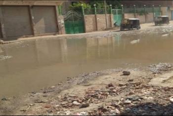 بلبيس.. شوارع شبرا النخلة تغرق فى مياه الصرف الصحي