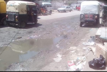 بالصور.. غرق شوارع بلبيس بالصرف الصحي يثير غضب الأهالي