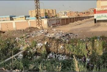 القمامة تحاصر مدارس قرية