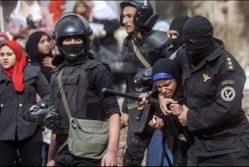 بيان حقوقي يندد بانتهاكات سلطة الانقلاب ويطالبها بتطبيق مواد الدستور والقانون