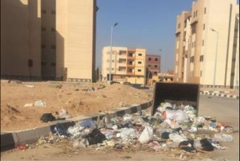 القمامة تنتشر في الحي 11 بالعاشر مع غياب المسئولين