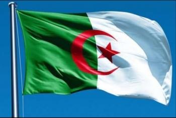 الشرطة الجزائرية تغلق ساحة البريد أمام المتظاهرين