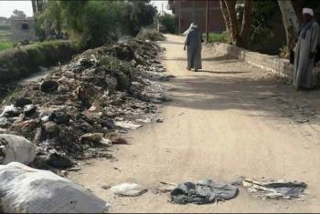 أبوحماد.. شكوى من تراكم القمامة على ضفاف الترع والطرقات