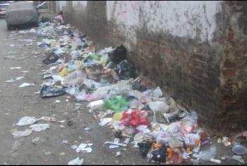 شكاوي من إلقاء مخلفات وقمامة في طريق العصلوجي بالزقازيق