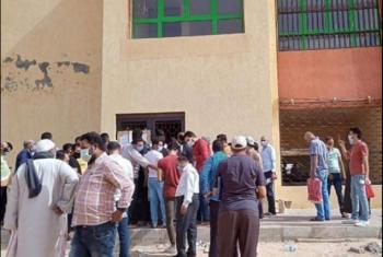 تجاهل المسؤولين يدفع مواطن للتبرع لبناء استراحة انتظار بالعاشر من رمضان