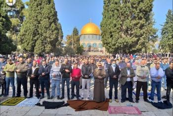 الآلاف يؤدون صلاة الجمعة في المسجد الأقصى المبارك رغم تضييقات الاحتلال