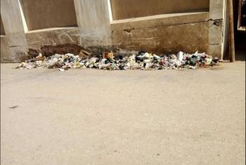 تراكم القمامة أمام مجلس مدينة الزقازيق