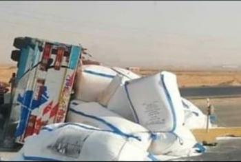 حادث انقلاب سيارة نقل بالعاشر من رمضان