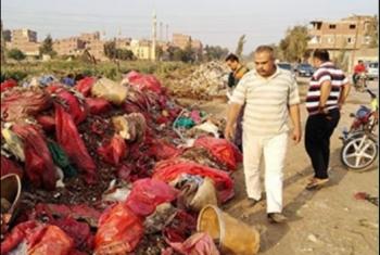 منيا القمح.. أكوام النفايات الطبية تغزو المناطق السكنية بـ