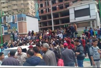 بعد فشل وزير التعليم.. طلاب الشرقية يتظاهرون رفضا لنظام التابلت