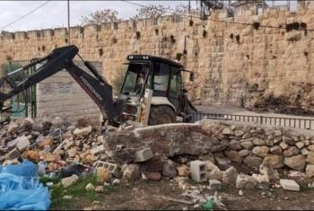 الاحتلال الصهيوني يهدم ويجرف المقبرة اليوسفية في القدس