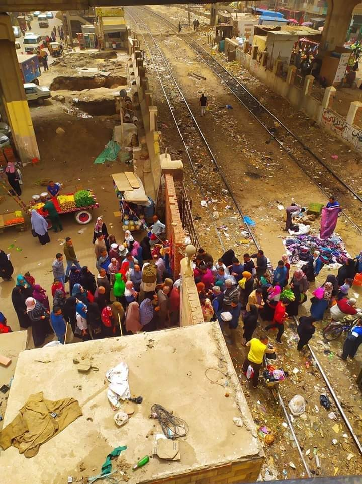 منطقة الكوبري الجديد بالزقازيق تواجه كارثة بسبب الباعة والزحام