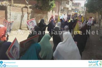 بالصور.. قرية الرئيس مرسي تطالب برحيل السيسي ومحاكمته