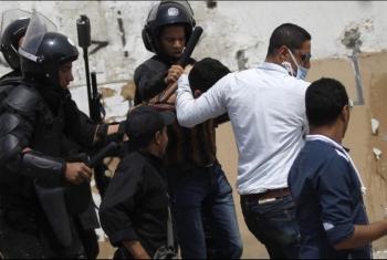 حملة مداهمات تسفر عن اعتقال عدد من أهالي مشتول السوق
