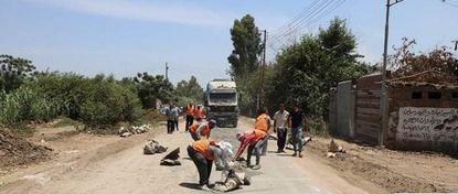 أهالي الطويلة بفاقوس يطالبون برصف الطريق الواصل للمدينة