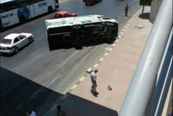 إصابة سائق إثر انقلاب سيارة ثلاجة بالعاشر من رمضان