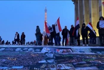 وقفة ومعرض للصور أمام برج إيفل في الذكرى التاسعة لثورة يناير
