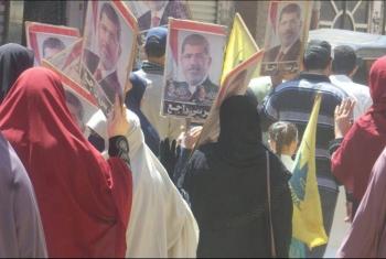 بالصور.. مسيرة يتقدمها أهالي الشهداء والمعتقلين بـ