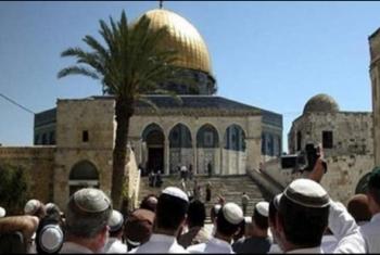 قوات الاحتلال تقتحم المسجد الأقصى وتخرج المعتكفين عنوة