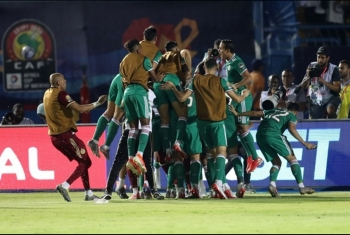 الانقلاب يرحل عدد من المشجعين الجزائريين (فيديو)