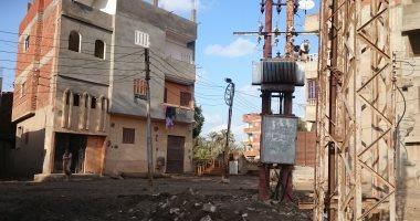 قبل وقوع الكارثة.. أهالي قرية في ديرب يتضررون من محول وسط منازلهم