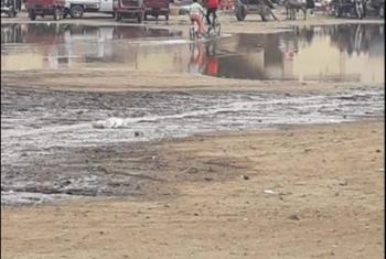 انتشار مياه الصرف في شوارع كفر حماد يؤثر على المرضى (صور)